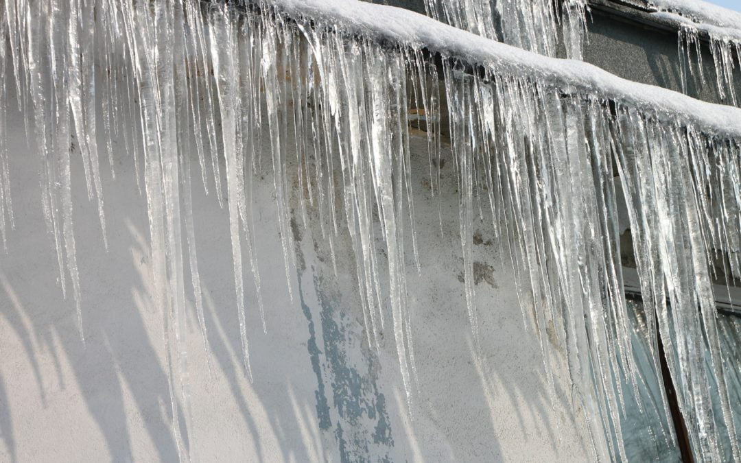 Can Gutters Cause An Ice Dam?